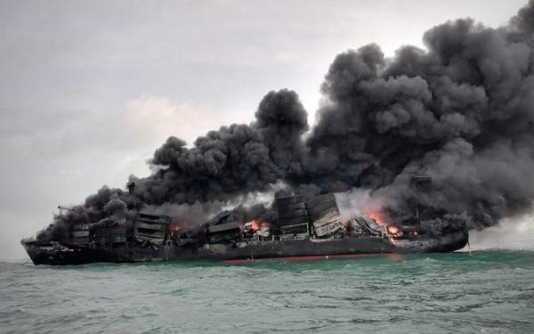 Контейнеровоз X-Press Pearl сгорел около Шри-Ланки май 2021 — Авангард Директ